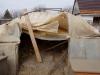 Provisorium - Das vordere Zelt für das Kleinrudel hat den Winter  - knapp - überlebt, das war das wichtigste...